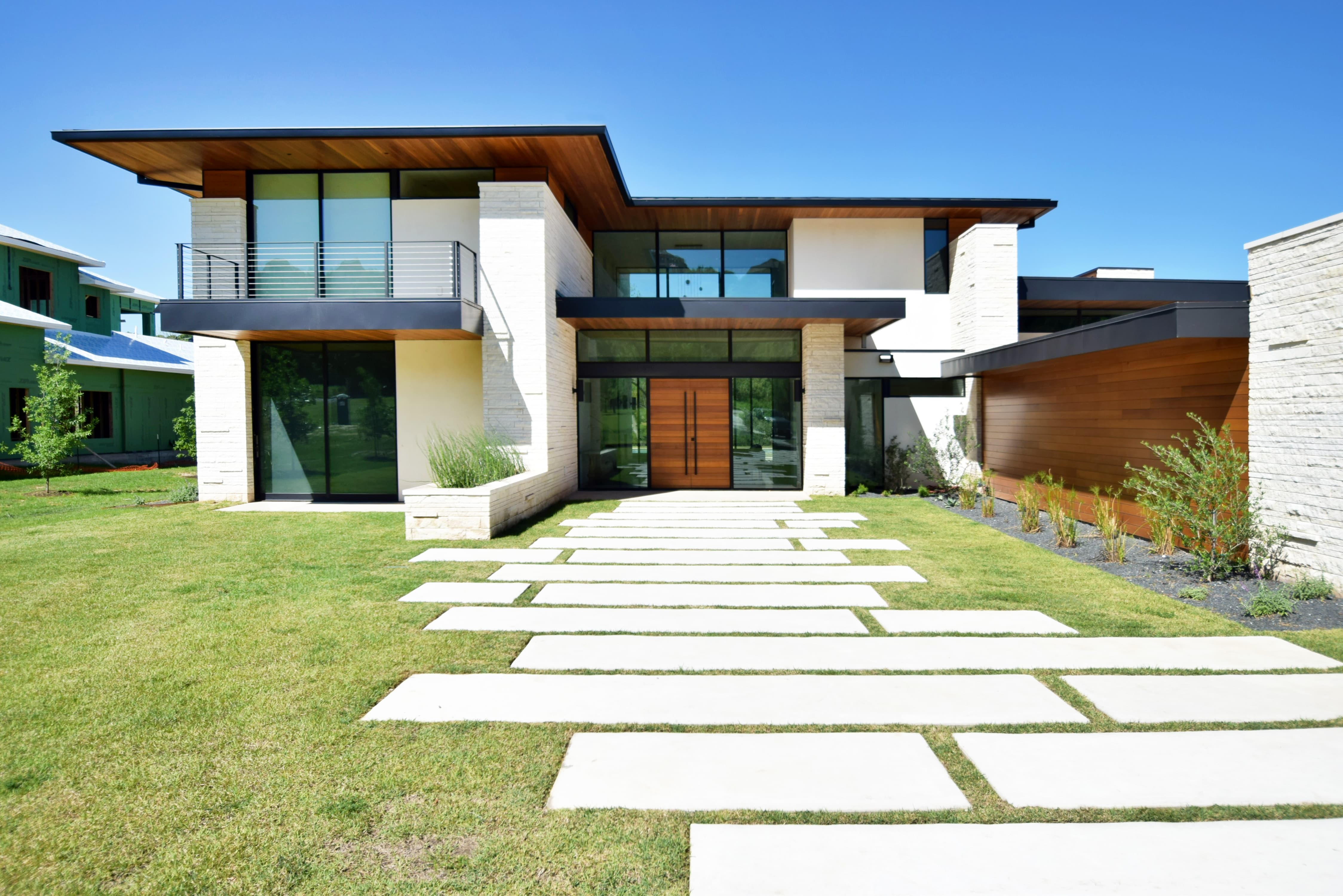 Exterior view of modern home designed by Jay Corder Architect